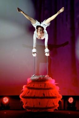 Handstand Artistin